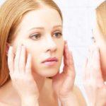 プルプル肌復活!乾燥肌にすすめるホホバオイルのスキンケア方法