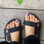 おしゃペディキュアに、網ソックスに、靴下に…。夏〜秋までサンダルを楽しむ方法