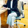ユニクロの超優秀シャツを着こなしてデキる女のオフィスコーデ♡