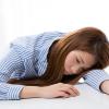 辛いのは生理痛だけじゃない!排卵痛の期間やタイミング、症状の解説