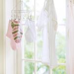 梅雨の「部屋干し」はこれで解決!極狭スペースでも効率よく乾く♪100均の洗濯グッズと役立つ実用例をご紹介☆