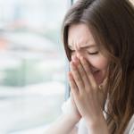 泣き腫らした顔になる前に!寝る前の予防で泣いたあとの目の腫れを予防しましょう