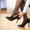 ちょっと足のニオイが気になる…実は女性のほうが臭くなりやすい足、原因と対策方法をご紹介します