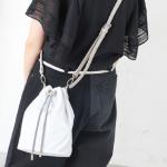 まだ夏を楽しみたい!「白いバッグ」をコーデのマストアイテムに♡