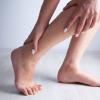 """命に関わる病気の予兆!?誰にでも起こりうる、""""片足だけ足がむくむ""""原因とは?"""