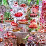 ヒルトン東京「不思議の国のアリス」着想の苺スイーツビュッフェを開催♪