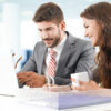 【男性心理】職場の年下男子が気になる!好きな年上女性に見せる「7つの行動心理」を徹底解説!