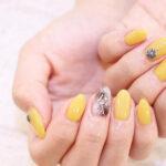 夏のお出かけデートは「レモンイエローネイル」で決まり♡ 爽やかな指先が夏の空に映える♪