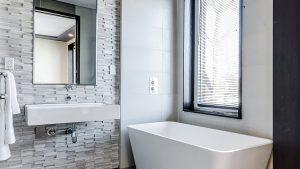 頑固なお風呂やトイレの汚れも簡単に落とせる!専門業者が教える裏技10選