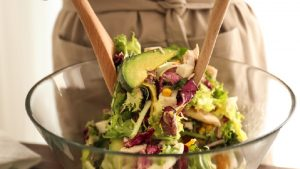 野菜で栄養チャージ☆5分以内で作れる「デパ地下風時短サラダ」レシピ10選